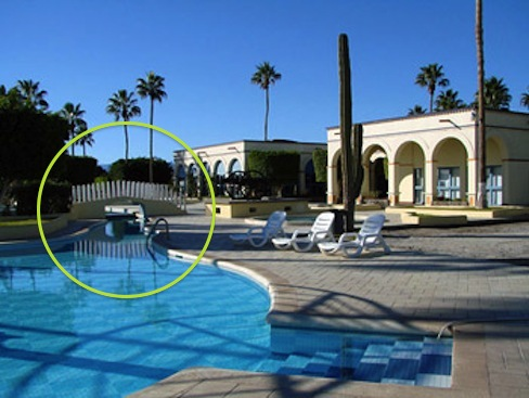 picture of the Loreto motel pool, the little bridge circled